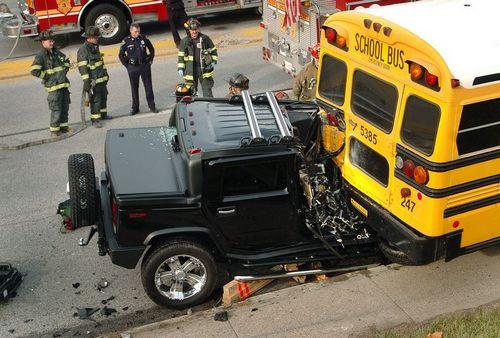 Hummer vs bus